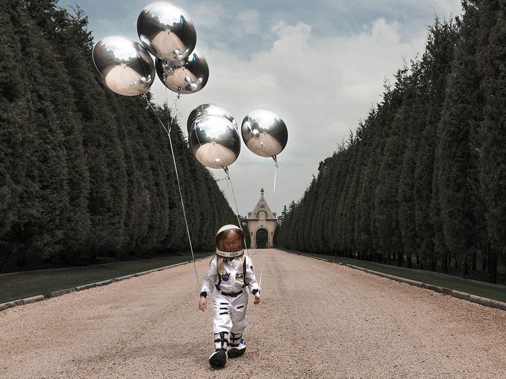 moon-balloons_95309_990x742
